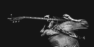 Nauka gry na instrumentach i prowadzenie młodzieżowych zespołów rockowych