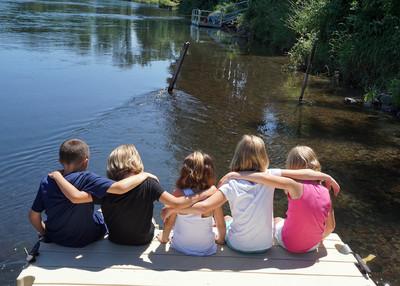 Bezpieczny wypoczynek – poradnik MEN dla rodziców i opiekunów