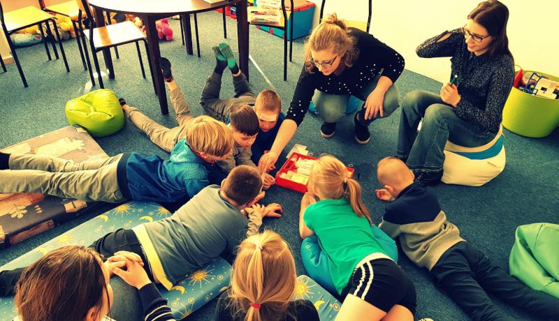 Chronią dzieci przed patologiami społecznymi