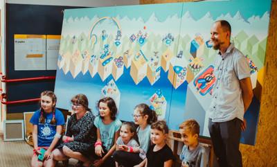 """""""Obrazy w pigułce"""" ożywiają szpitale i podnoszą chore dzieci na duchu"""