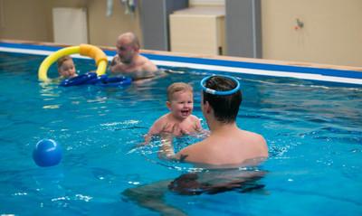 Kąpiele w solance i terapia ruchowa dla dzieci z astmą i innymi schorzeniami