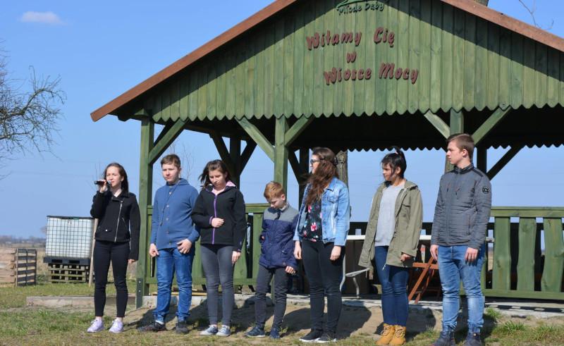 Współdziałanie młodzieży i seniorów wokół wioski tematycznej