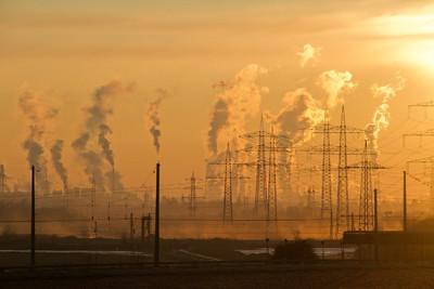 """Pomagają zastępować """"kopciuchy"""" źródłami energii nie emitującymi smogu"""