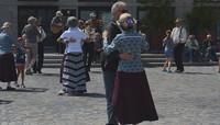 Tańczą z nimi dzieci i dorośli, na parkietach i podwórkach
