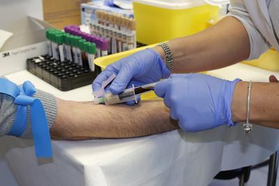 Wypracowują rozwiązania w gronach eksperckich oraz pomagają w walce z grypą