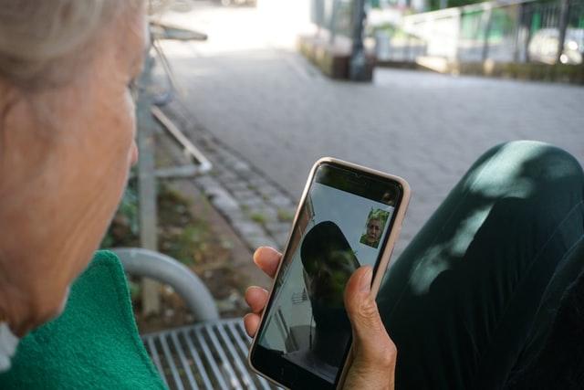 Cyfryzacja także dla seniorów - Fundacja NIKA