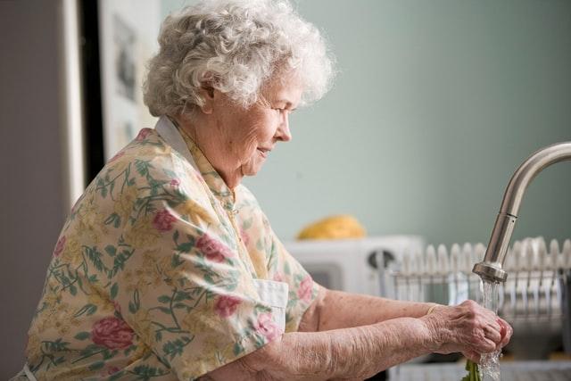 """""""Przemoc wobec starszych – skrywane cierpienie"""""""