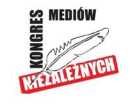 """Muzeum Auschwitz usuwa literę """"P"""" z pasiaka na fladze przed byłym obozem"""